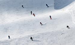 THEMENBILD - Skifahrer auf der Piste aufgenommen am 10. April 2017 am Kitzsteinhorn Gletscher, Kaprun Österreich // Skier on the Slope at the Kitzsteinhorn Glacier Ski Resort, Kaprun Austria on 2017/04/10. EXPA Pictures © 2017, PhotoCredit: EXPA/ JFK