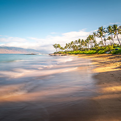Mōkapu Beach photo in Wailea Makena Maui Hawaii with Maalaea Bay in the Pacific Ocean. Copyright ⓒ 2019 Paul Velgos with All Rights Reserved.