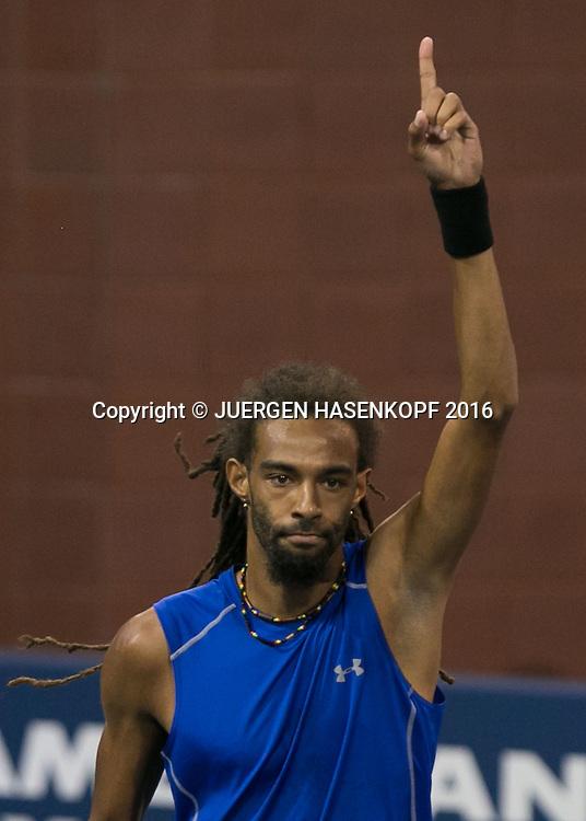 DUSTIN BROWN (GER) hebt den Finger und jubelt,Jubel,Emotion,<br /> <br /> Tennis - US Open 2016 - Grand Slam ITF / ATP / WTA -  Flushing Meadows - New York - New York - USA  - 30 August 2016.