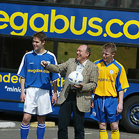 St Johnstone FC new sponsorship & strip...31.5.2004.<br />Brian Souter, Stagecoach Groups Chief Executive with two of the younger St Johnstone FC squad, Mark Baxter, right, and Stephen Fraser, left, at the official launch of the new club strip and sponsorship deal.<br /><br />Picture by John Lindsay .<br />COPYRIGHT: Perthshire Picture Agency.<br />Tel. 01738 623350 / 07775 852112.