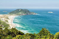 Praia do Santinho vista a partir do topo do Morro das Aranhas. Florianópolis, Santa Catarina, Brasil. / Santinho Beach viewed from the top of Morro das Aranhas. Florianopolis, Santa Catarina, Brazil.