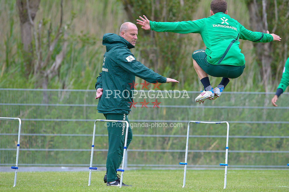 04.07.2011, An der Muehle, Norderney, GER, 1.FBL, Trainingslager Werder Bremen, morgendliche Strandlauf bei einer steifen Brise, im Bild Thomas Schaaf (Trainer Werder Bremen) Lukas Schmitz (Bremen #13).  // during trainingsession from Werder Bremen 2011/07/03    EXPA Pictures © 2011, PhotoCredit: EXPA/ nph/  Kokenge       ****** out of GER / CRO  / BEL ******