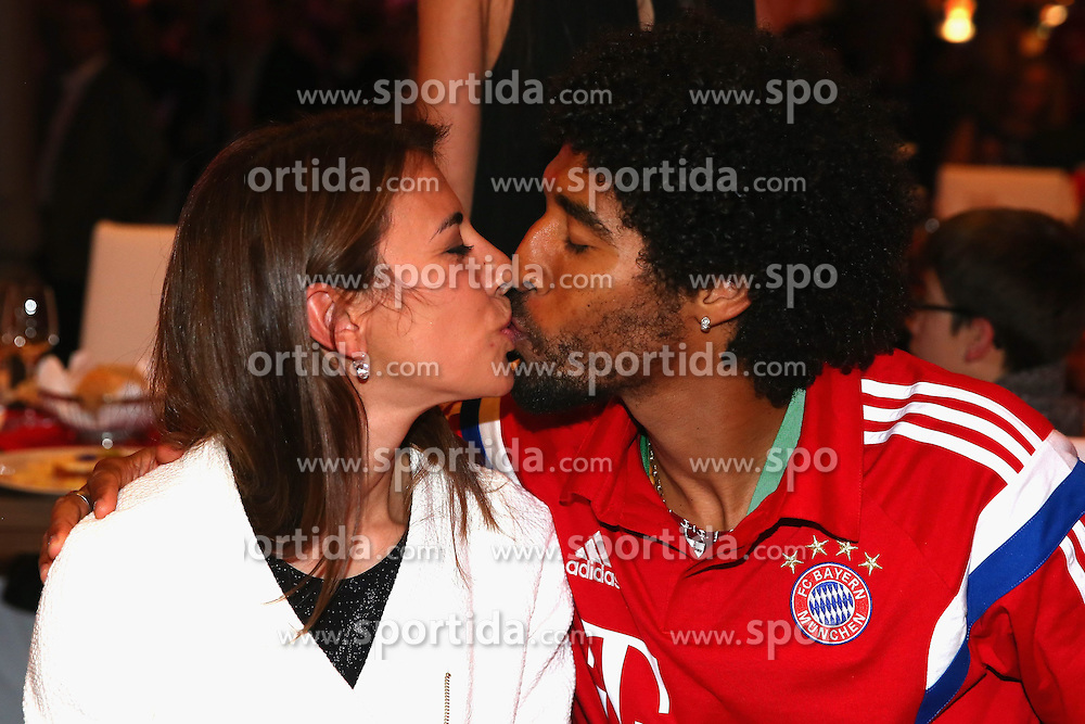 17.05.2014, T Com, Berlin, GER, DFB Pokal, Bayern Muenchen Pokalfeier, im Bild Dante of Muenchen kisses his wife Jocelina on her birthday Jocelina, Dante, // during the FC Bayern Munich &quot;DFB Pokal&quot; Championsparty at the T Com in Berlin, Germany on 2014/05/17. EXPA Pictures &copy; 2014, PhotoCredit: EXPA/ Eibner-Pressefoto/ EIBNER<br /> <br /> *****ATTENTION - OUT of GER*****
