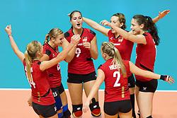 25.09.2011, Hala Pionir, Belgrad, SRB, Europameisterschaft Volleyball Frauen, Vorrunde Pool A, Deutschland (GER) vs. Frankreich (FRA), im Bild Jubel Deutschland: Margareta Kozuch (#14 GER / Sopot POL), Maren Brinker (#15 GER / Pesaro ITA), Corina Ssuschke-Voigt (#9 GER / Sopot POL), Angelina Grün / Gruen (#7 GER / Aachen GER), Christiane Fürst / Fuerst (#11 GER / Istanbul TUR), Kathleen Weiss (#2 GER)// during the 2011 CEV European Championship, First round at Hala Pionir, Belgrade, SRB, Germany vs France, 2011-09-25. EXPA Pictures © 2011, PhotoCredit: EXPA/ nph/  Kurth       ****** out of GER / CRO  / BEL ******