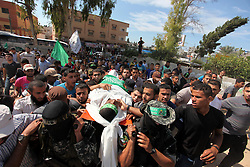 10.10.2015, Deir al-Balah, PSE, Gewalt zwischen Palästinensern und Israelis, im Bild Zusammenstösse zwischen Palästinensischen Demonstranten und Israelischen Sicherheitskräfte // Palestinian militants of the Ezzedine al-Qassam Brigades, Hamas' armed wing, carry the body of Palestinian protester 22-year-old Jihad al-Obeid, who died in clashes with Israeli security forces near the border during his funeral in Deir al-Balah, in the center of the Gaza Strip, on October 10, 2015. Violence between Israelis and Palestinians threatened to spiral out of control after unrest spread to Gaza, the Palestinian death toll rose and a new stabbing by a 16-year-old in Jerusalem, Palestine on 2015/10/10. EXPA Pictures © 2015, PhotoCredit: EXPA/ APAimages/ Ashraf Amra<br /> <br /> *****ATTENTION - for AUT, GER, SUI, ITA, POL, CRO, SRB only*****