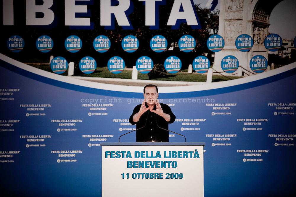 BENEVENTO. IL PRESIDENTE DEL CONSIGLIO SILVIO BERLUSCONI DURANTE UN SUO DISCORSO IN OCCASIONE DELLA FESTA DELLA LIBERTA'