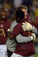 Photo: Francesc Valcarcel.<br />Villarreal v Arsenal. UEFA Champions League. Semi Final, 2nd Leg. 25/04/2006.<br />Robert Pires and Jens Lehmann of Arsenal celebrates victory.
