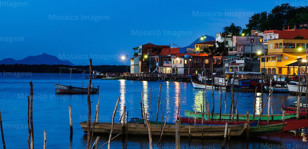 Brasil - Vitoria - Espirito Santo - Vista noturna da Ilha das Caieiras - Foto: Tadeu Bianconi/ Mosaico Imagem