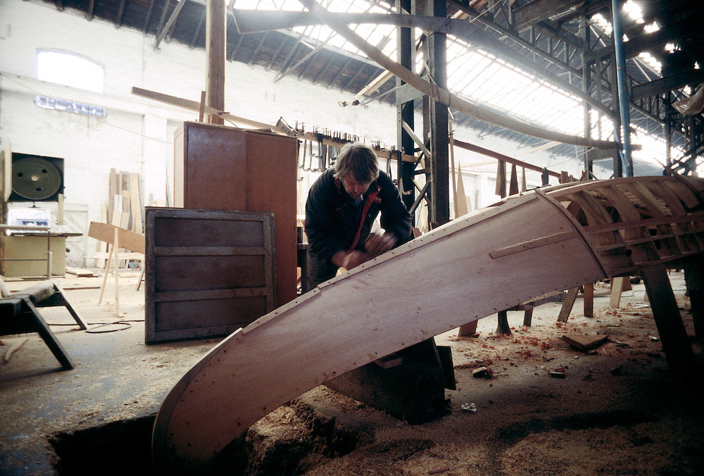 03 FEB 1995 - Venezia - Squeri: le fabbriche delle gondole - Cantiere Crea - Franco Crea, campione del remo