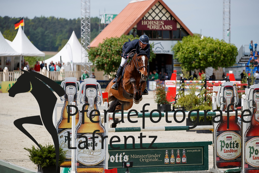 MONETA Luca Maria (ITA), Neptune Brecourt<br /> Hagen - Horses and Dreams meets the Royal Kingdom of Jordan 2018<br /> Finale Mittlere Tour<br /> 29. April 2018<br /> www.sportfotos-lafrentz.de/Stefan Lafrentz