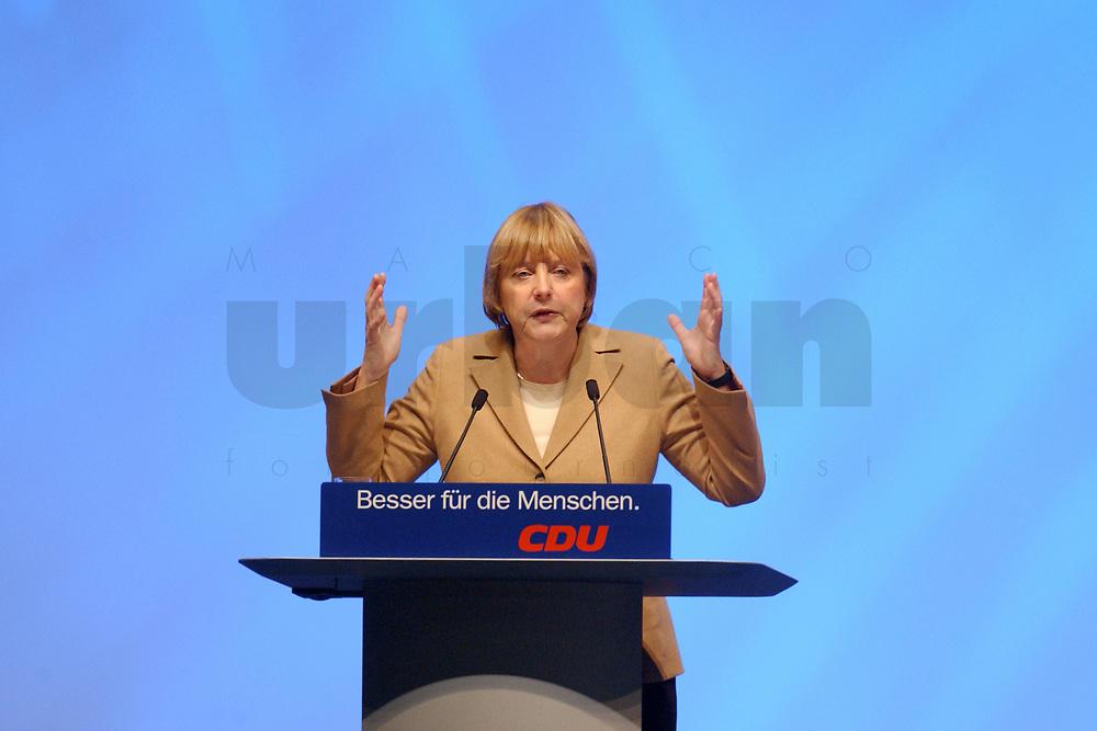 11 NOV 2002, HANNOVER/GERMANY:<br /> Angela Merkel, CDU Bundesvorsitzende, waehrend ihrer Rede, CDU Bundesparteitag, Hannover Messe<br /> IMAGE: 20021111-01-058<br /> KEYWORDS: Parteitag, party congress, speech,