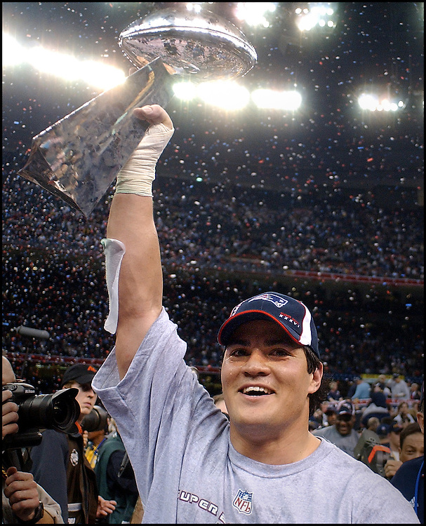 (2/3/02 New Orleans, Lousiana) Super Bowl Patriots vs Rams.Tedy Bruschi holds the superbowl trophy aloft. (020302patsmjs-Staff photo byMichael Seamans. Saved in photo mon/FTP.)