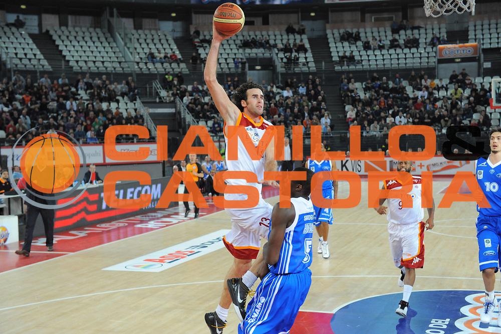 DESCRIZIONE : Roma Lega A 2010-11 Lottomatica Virtus Roma Dinamo Sassari<br /> GIOCATORE : Luigi Datome<br /> SQUADRA : Lottomatica Virtus Roma Dinamo Sassari<br /> EVENTO : Campionato Lega A 2010-2011 <br /> GARA : Lottomatica Virtus Roma Dinamo Sassari<br /> DATA : 28/12/2010<br /> CATEGORIA : Tiro<br /> SPORT : Pallacanestro <br /> AUTORE : Agenzia Ciamillo-Castoria/GiulioCiamillo<br /> Galleria : Lega Basket A 2010-2011 <br /> Fotonotizia : Roma Lega A 2010-11 Lottomatica Virtus Roma Dinamo Sassari<br /> Predefinita :