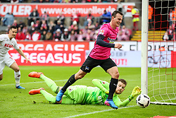 18.03.2017, Rhein Energie Stadion, Koeln, GER, 1. FBL, 1. FC Koeln vs Hertha BSC, 25. Runde, im Bild vl. Vladimir Darida (Berlin, #6), Timo Horn (FC Koeln, #1) // during the German Bundesliga 25th round match between 1. FC Cologne and Hertha BSC at the Rhein Energie Stadion in Koeln, Germany on 2017/03/18. EXPA Pictures © 2017, PhotoCredit: EXPA/ Eibner-Pressefoto/ Horn<br /> <br /> *****ATTENTION - OUT of GER*****