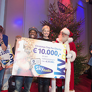 NLD/Hilversum /20131210 - Sky Radio Christmas Tree For Charity 2013, winnaars Nicholas Shaker en Anita Witzier