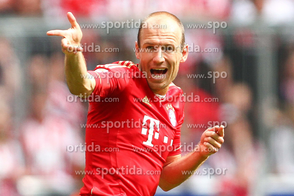14.05.2011, Allianz Arena, Muenchen, GER, 1.FBL, FC Bayern Muenchen vs VfB Stuttgart, im Bild  Arjen Robben (Bayern #10) unzufrieden , EXPA Pictures © 2011, PhotoCredit: EXPA/ nph/  Straubmeier       ****** out of GER / SWE / CRO  / BEL ******