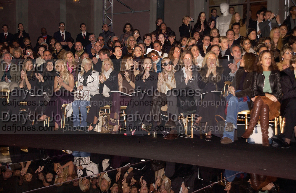 Valentino couture fashion show, Rue Bonaparte, Paris. 21 January 2004. © Copyright Photograph by Dafydd Jones 66 Stockwell Park Rd. London SW9 0DA Tel 020 7733 0108 www.dafjones.com