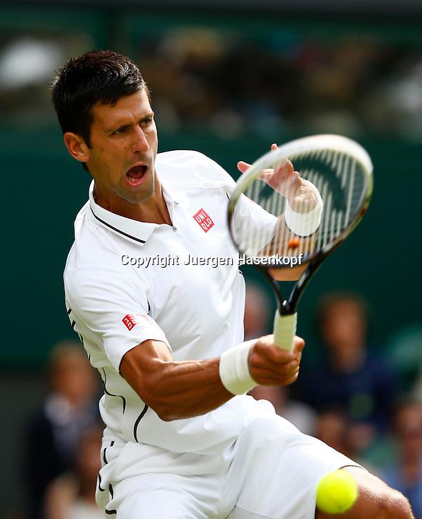 Wimbledon Championships 2013, AELTC,London,<br /> ITF Grand Slam Tennis Tournament,<br /> Novak Djokovic (SRB),Aktion,Einzelbild,Halbkoerper,Hochformat,