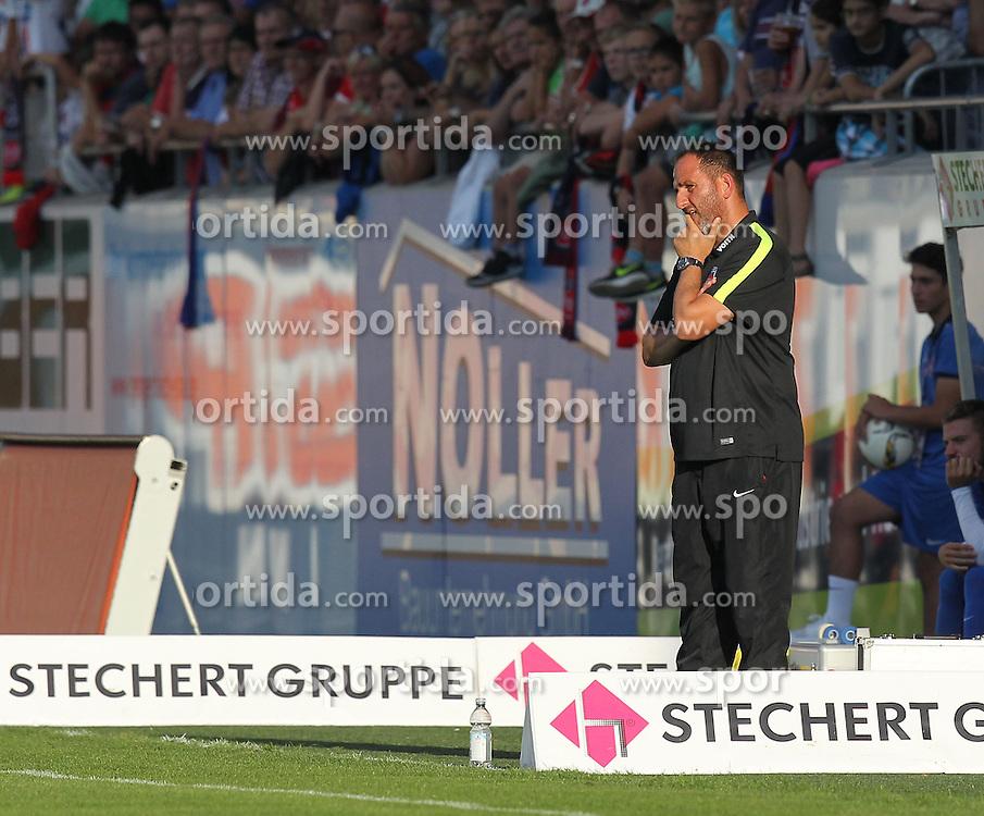 28.08.2015, Voith-Arena, Heidenheim, GER, 2. FBL, 1. FC Heidenheim 1846 vs 1. FC Kaiserslautern, 5. Runde, im Bild Trainer Frank Schmidt (1.FC Heidenheim) #nachdenklich // during the 2nd German Bundesliga 5th round match between 1. FC Heidenheim 1846 and 1. FC Kaiserslautern at the Voith-Arena in Heidenheim, Germany on 2015/08/28. EXPA Pictures &copy; 2015, PhotoCredit: EXPA/ Eibner-Pressefoto/ Langer<br /> <br /> *****ATTENTION - OUT of GER*****