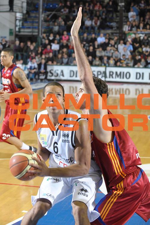 DESCRIZIONE : Ferrara Lega A1 2008-09 Carife Ferrara Lottomatica Virtus Roma<br /> GIOCATORE : Oluoma Nnamaka<br /> SQUADRA : Carife Ferrara <br /> EVENTO : Campionato Lega A1 2008-2009 <br /> GARA : Carife Ferrara Lottomatica Virtus Roma<br /> DATA : 7/12/2008 <br /> CATEGORIA : Penetrazione<br /> SPORT : Pallacanestro <br /> AUTORE : Agenzia Ciamillo-Castoria/M.Gregolin<br /> Galleria : Lega Basket A1 2008-2009 <br /> Fotonotizia : Ferrara Lega A1 2008-09 Carife Ferrara Lottomatica Virtus Roma<br /> Predefinita :