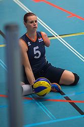 14-02-2016 NED: Nederland - Oekraine, Houten<br /> De Nederlandse paravolleybalsters speelde een vriendschappelijke wedstrijd tegen Europees kampioen Oekra&iuml;ne. De equipe van bondscoach Pim Scherpenzeel bereidt zich tegen Oekra&iuml;ne voor op het Paralympisch kwalificatietoernooi in China, dat in maart wordt gespeeld /  Karin van der Haar #5 of Nederland