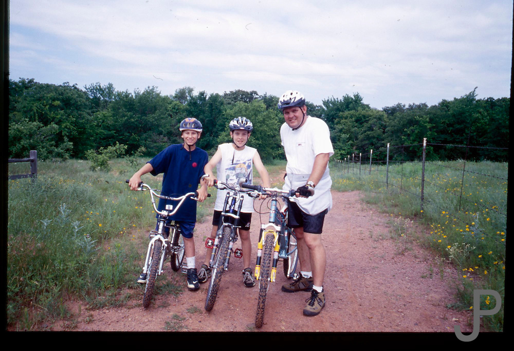 Family bicycle ride at Arcadia Lake