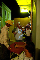 13 JAN 2006, SAO FELIPE/FOGO/CABO VERDE:<br /> Live Musik in (und vor) der Bar Restaurante Maria Amelia, Sao Felipe, Insel Fogo<br /> Live music into (and in front of) the Bar Restaurante Maria Amelia, Sao Felipe, Island Fogo<br /> IMAGE: 20060131-01-043<br /> KEYWORDS: Reise, Travel, Restaurant, Third World, Dritte Welt