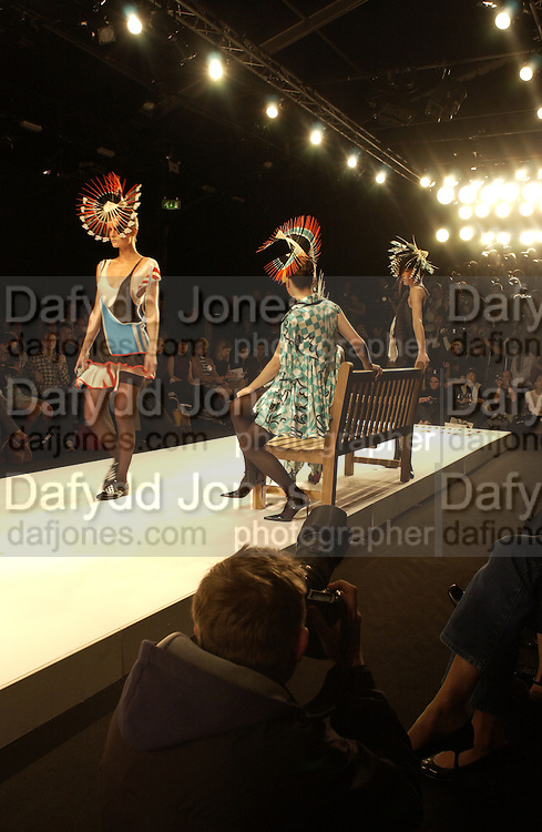 Dai Rees fashion show, London 22 September 2001. © Copyright Photograph by Dafydd Jones 66 Stockwell Park Rd. London SW9 0DA Tel 020 7733 0108 www.dafjones.com