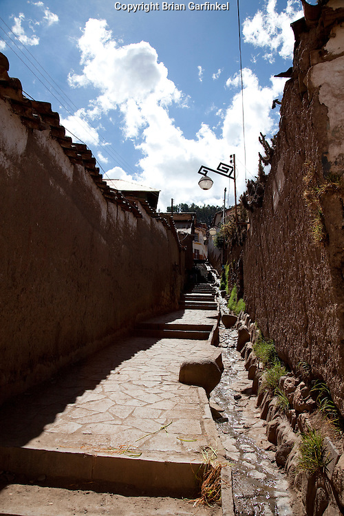 A narrow walkway in Cusco Peru