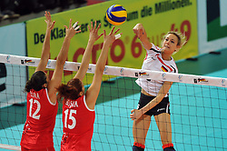 10.10.2010, Bremen Arena, Bremen, GER, Vorbereitung Volleyball WM Frauen 2010, Laenderspiel Deutschland ( GER ) vs. Tuerkei ( TUR ), im Bild Esra Guemues (#12 TUR), Cansun Busra (#15 TUR) - Saskia Hippe (#6 GER). EXPA Pictures © 2010, PhotoCredit: EXPA/ nph/   Conny Kurth+++++ ATTENTION - OUT OF GER +++++