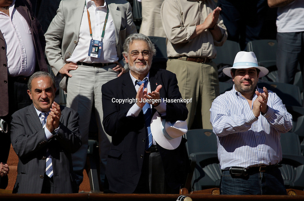 French Open 2009, Roland Garros, Paris, Frankreich,Sport, Tennis, ITF Grand Slam Tournament, .Placido Domingo als Zuschauer auf der VIP Tribuene ,links FFT Praesident Jean Gachassin..Foto: Juergen Hasenkopf..