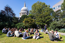 © Licensed to London News Pictures. 20/09/2019. London, UK. Office workers and tourists enjoying the autumn sunshine near St Paul's Cathedral in London this lunchtime.  Photo credit: Vickie Flores/LNP