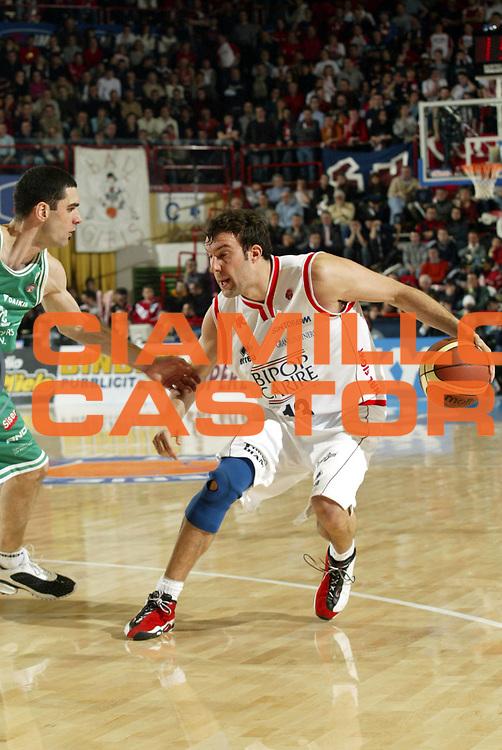 DESCRIZIONE : FORLI FINAL 8 COPPA ITALIA LEGA A1 2005 FINALE<br />GIOCATORE : BOSCAGIN<br />SQUADRA : BIPOP REGGIO EMILIA<br />EVENTO : FINAL 8 COPPA ITALIA LEGA A1 2005 FINALE<br />GARA : BENETTON TREVISO-BIPOP REGGIO EMILIA<br />DATA : 20/02/2005<br />CATEGORIA : Palleggio<br />SPORT : Pallacanestro<br />AUTORE : AGENZIA CIAMILLO &amp; CASTORIA/S.Ceretti