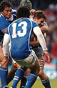 2005 Rugby, Investec Challenge, England vs Manu Samoa, Harry Ellis, running through the Samoan defence,  RFU Twickenham, ENGLAND:     26.11.2005   © Peter Spurrier/Intersport Images - email images@intersport-images..