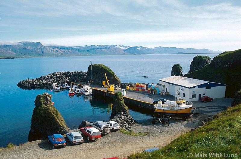 Arnarstapi h&ouml;fn, Sn&aelig;fellsb&aelig;r &aacute;&eth;ur Brei&eth;uv&iacute;kurhreppur  /  <br /> Arnarstapi harbour, Snaefellsbaer former Breiduvikurhreppur.