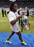 FUSSBALL EURO 2016 FINALE IN PARIS  Portugal - Frankreich     10.07.2016 Renato Sanches (Portugal) mit EM Pokal