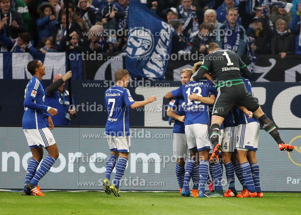 17.10.2015, Veltins Arena, Gelsenkirchen, GER, 1. FBL, Schalke 04 vs Hertha BSC, 9. Runde, im Bild Kapitaen Benedikt Hoewedes (FC Schalke 04 #4 - verdeckt) beim Torjubel nach dem Treffer zum 1:0 mit Max Meyer (FC Schalke 04 #7), Joel Matip (FC Schalke 04 #32) und Torwart Ralf Faehrmann (FC Schalke 04 #1) // during the German Bundesliga 9th round match between Schalke 04 and Hertha BSC at the Veltins Arena in Gelsenkirchen, Germany on 2015/10/17. EXPA Pictures &copy; 2015, PhotoCredit: EXPA/ Eibner-Pressefoto/ Sch&uuml;ler<br /> <br /> *****ATTENTION - OUT of GER*****