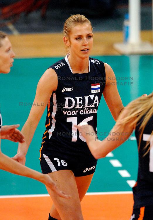 07-11-2007 VOLLEYBAL: PRE OKT: NEDERLAND - TSJECHIE: EINDHOVEN<br /> Nederland verslaat vrij eenvoudig Tsjechie met 3-0 / Debby Stam<br /> &copy;2007-WWW.FOTOHOOGENDOORN.NL