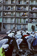 France. Marseille. Aid Muslim prayer prayer in cite Bellevue   Marseille  France    /la prière de l Aid au coeur de la cite Bellevue dans le centre de   Marseille  France  /R00015/69    L2816  /  P0005106