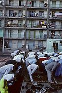 France. Marseille. Aid Muslim prayer prayer in cite Bellevue   Marseille  France    /la prière de l Aid au coeur de la cite Bellevue dans le centre de   Marseille  France  /R00015/69    L2816  /  P0005106