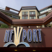NLD/Huizen/20060607 - Logo Hotel Newport Huizen, achterzijde