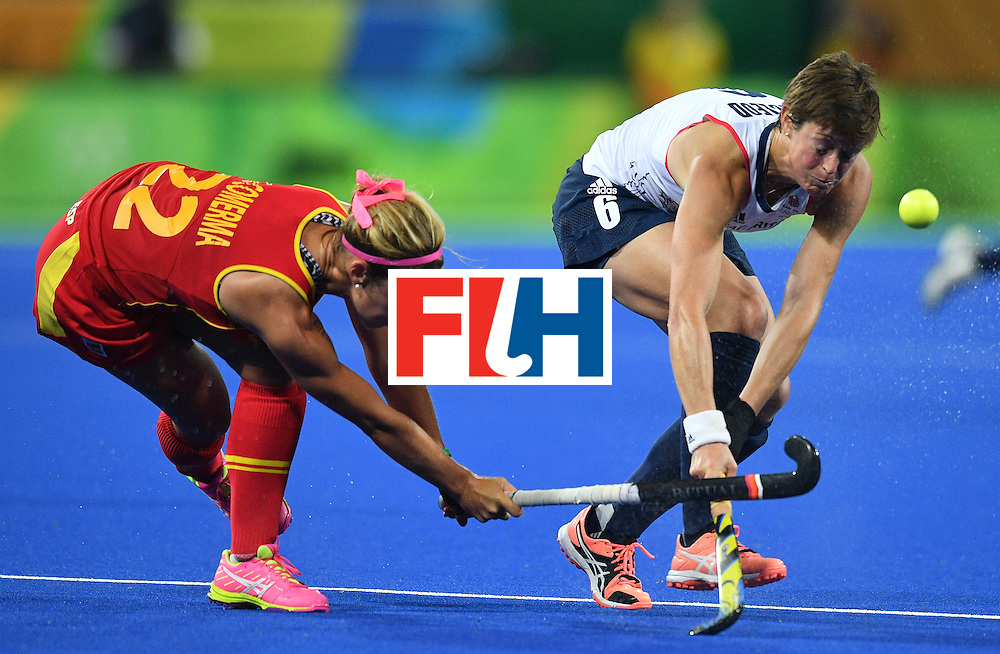 Spain's Gloria Comerma (L) vies with Britain's Hannah Macleod during the women's quarterfinal field hockey Britain vs Spain match of the Rio 2016 Olympics Games at the Olympic Hockey Centre in Rio de Janeiro on August 15, 2016. / AFP / Carl DE SOUZA        (Photo credit should read CARL DE SOUZA/AFP/Getty Images)
