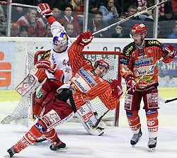 23.02.2010, Stadthalle, Klagenfurt, AUT, EBEL, EC KAC vs EC Red Bull Salzburg, im Bild Doug Lynch, 44, RB Salzburg, Gregor Hager, 17, KAC und Johannes Kirisits, 13, KAC, EXPA Pictures © 2010, PhotoCredit: EXPA/ J. Groder / SPORTIDA PHOTO AGENCY