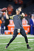 NEW ORLEANS, LA - NOVEMBER 13:  Luke McCown #7 of the New Orleans Saints warming up before a game against the Denver Broncos at Mercedes-Benz Superdome on November 13, 2016 in New Orleans, Louisiana.  The Broncos defeated the Saints 25-23.  (Photo by Wesley Hitt/Getty Images) *** Local Caption *** Luke McCown