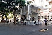 Israel, Tel Aviv, Rothschild Boulevard, People in an outdoor cafe