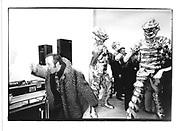 Alex Chappel dancing at Grosse Geister. Celebration of Thomas Schutte. Whitechapel 12 March 1998. © Copyright Photograph by Dafydd Jones 66 Stockwell Park Rd. London SW9 0DA Tel 020 7733 0108 www.dafjones.com