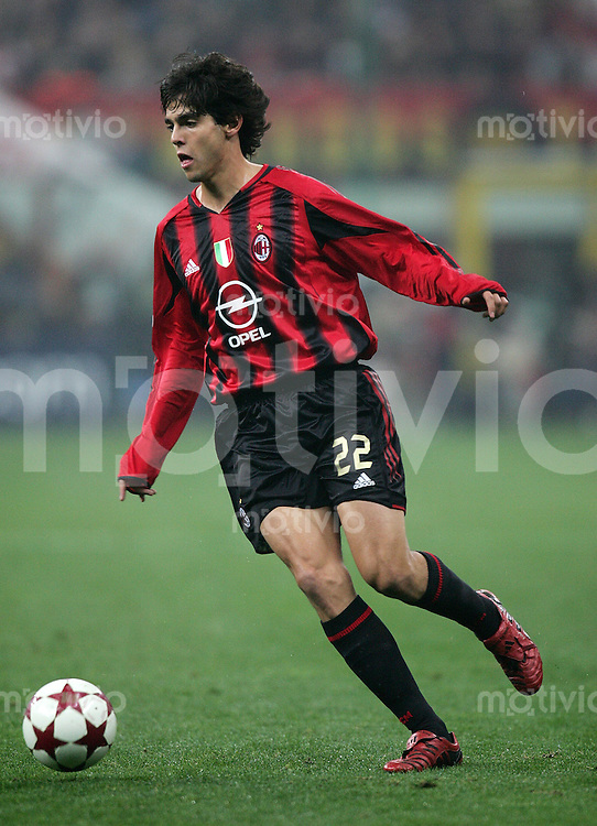 Fussball International Champions League 2004/2005 Gruppe F AC Mailand 1-0 FC Barcelona Kaka (Milan) am Ball