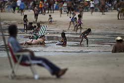 October 16, 2016 - Boa Viagem, Brazil - Bathers overcome fear to swimming at the beach of Boa Viagem, Recife in northeastern Brazil, on October 16, 2016. The beach is known internationally for shark attacks and for their beauty. (Credit Image: © Diego Herculano/NurPhoto via ZUMA Press)