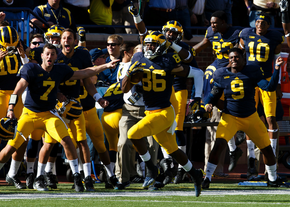 Oct 10, 2015; Ann Arbor, MI, USA; Michigan Wolverines wide receiver Jehu Chesson (86) runs back the opening kick off for a touchdown against the Northwestern Wildcats at Michigan Stadium. Mandatory Credit: Rick Osentoski-USA TODAY Sports