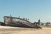 Schiffswrack im Hafen von Portbail, Normandie, Frankreich